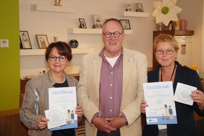 Van links naar rechts op de foto: Wethouder Wilma van der Rijt, Henk van den Heuvel en Nicole Mallant.